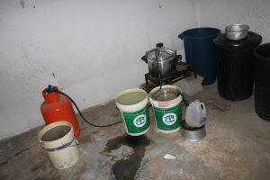 الإطاحة بوافد آسيوي حول سكنه مصنعًا للخمور بـ #الرس1
