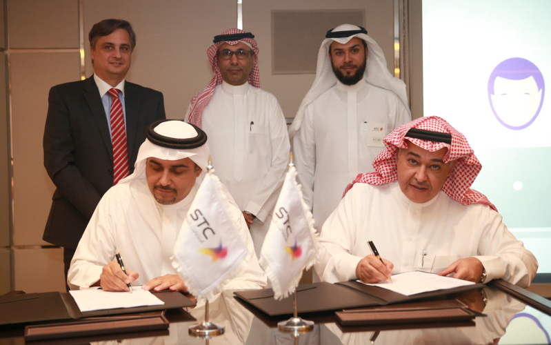 الاتصالات توقع اتفاقيات مع شركات في جيتكس دبي (1)