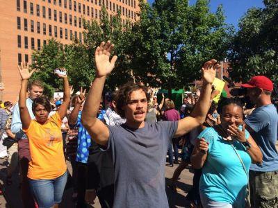 الاحتجاجات تجوب شوارع أمريكا تنديداً بعنف الشرطة (2)