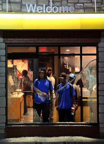 الاحتجاجات تجوب شوارع أمريكا تنديداً بعنف الشرطة (5)