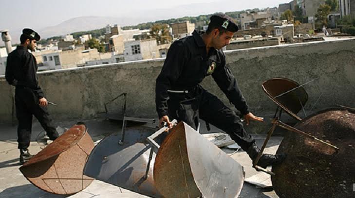 إيران تبدأ حملة مُصادرة الأطباق اللاقطة من مدينة شاوور