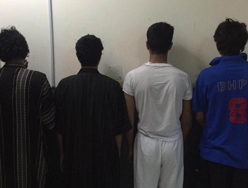 الاطاحة بعصابة السطو المسلح على محل حلويات في الرياض (1)