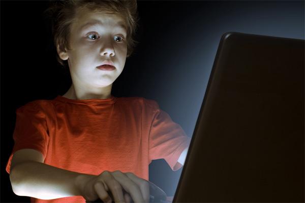 الاطفال الانترنت