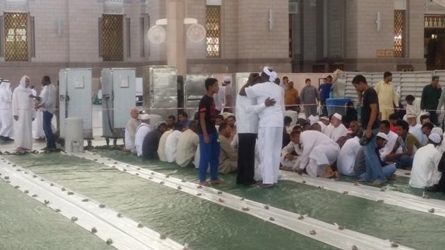 الافطار-بالمسجد-النبوي (8)