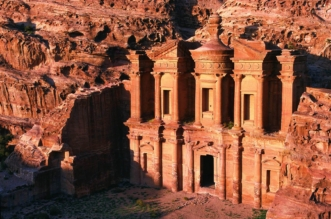 العثور على منصة احتفالات عمرها أكثر من 2000 عام بالأردن - المواطن