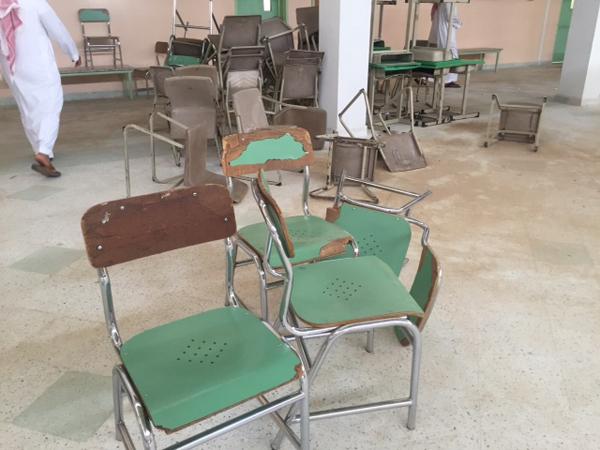 شاهد.. سوء النظافة والأثاث المحطّم يستقبل المعلمين الجدد بالبكيرية