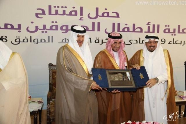 الأمير سلطان بن سلمان وأمير القصيم يدشنان مركز رعاية الأطفال المعوقين بالرس - المواطن