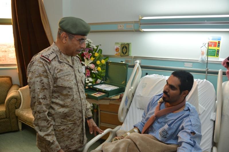 البنيان يزور مصابي القوات المسلحة 1