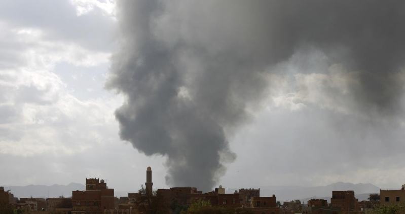 التحالف يقصف معسكري الصمع والاستقبال قرب صنعاء