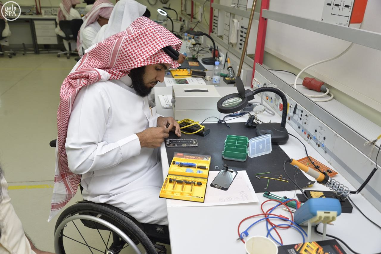 التدريب التقني والمهني وجمعية  حركية  تؤهل ذوي الإعاقة الحركية في سوق الاتصالات (2)