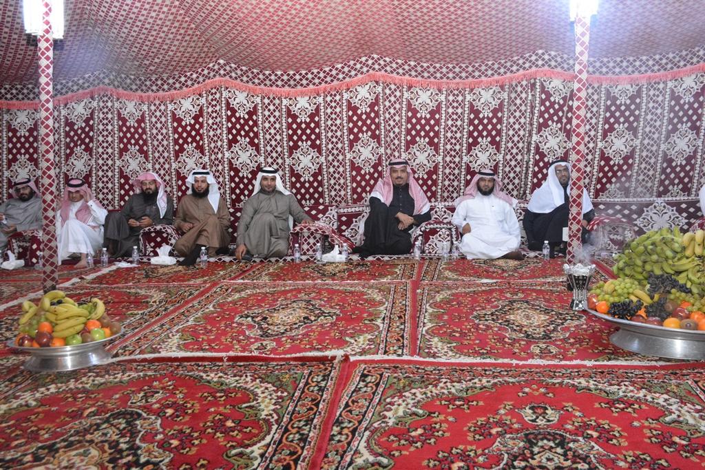 التقى مدير جامعة الملك خالد عبدالرحمن بن حمد الداود بطلاب الجامعة في لقاء مفتوح (2)