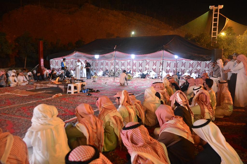 التقى مدير جامعة الملك خالد عبدالرحمن بن حمد الداود بطلاب الجامعة في لقاء مفتوح (4)