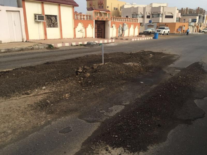 التَصَدُّعات والحَفريّات تعود لشارع السنوسي بجازان (1) 