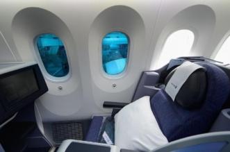 الثقوب الصغيرة في نوافذ الطائرات وفوائدها