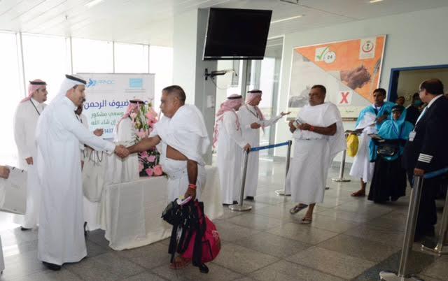الجاسر خلال استقباله لاحدى رحلات الحج2