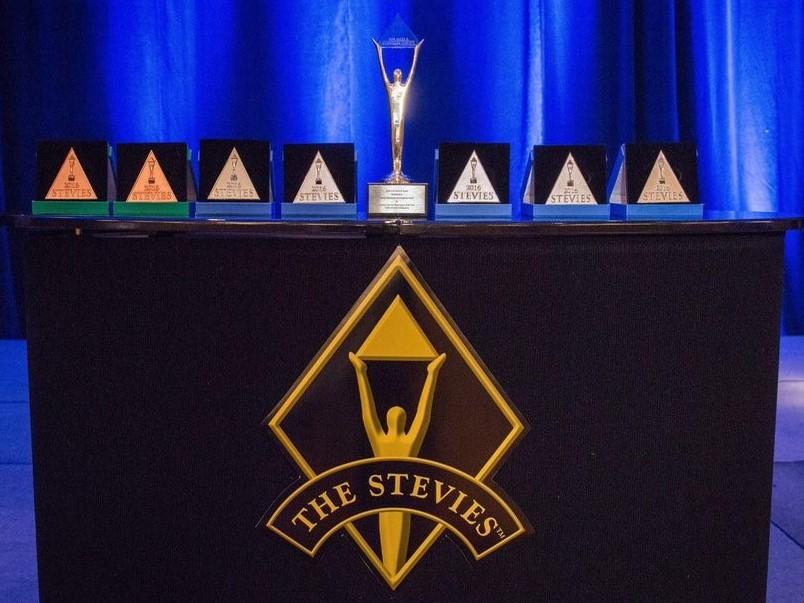 الجوائز الثمان التي فاز بها صندوق تنمية الموارد البشرية لتميزة في خدمة ا...
