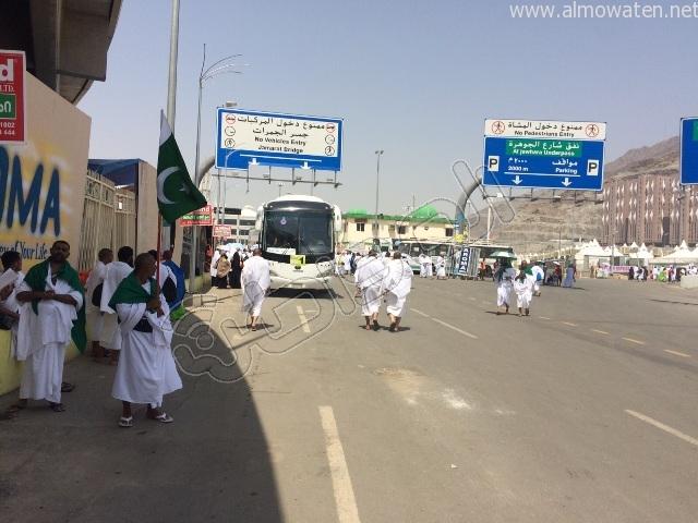 الجوانب الإنسانية لرجال الأمن خلال توافد الحجاج إلى #منى (8)