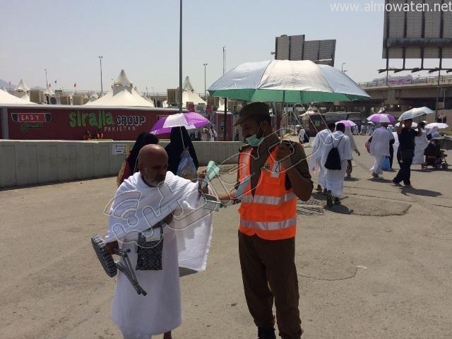 الجوانب الإنسانية لرجال الأمن خلال توافد الحجاج إلى #منى (9)