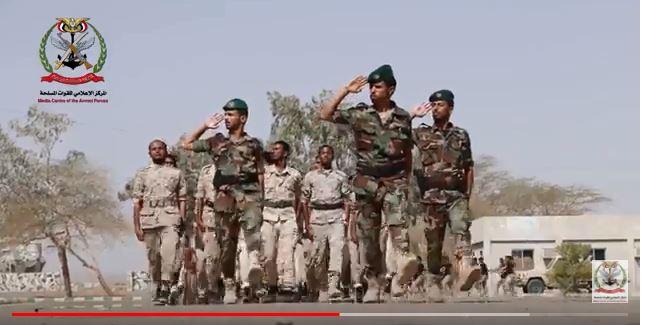 بالفيديو.. الجيش اليمني يدفع بخريجي المهارات القتالية في مأرب