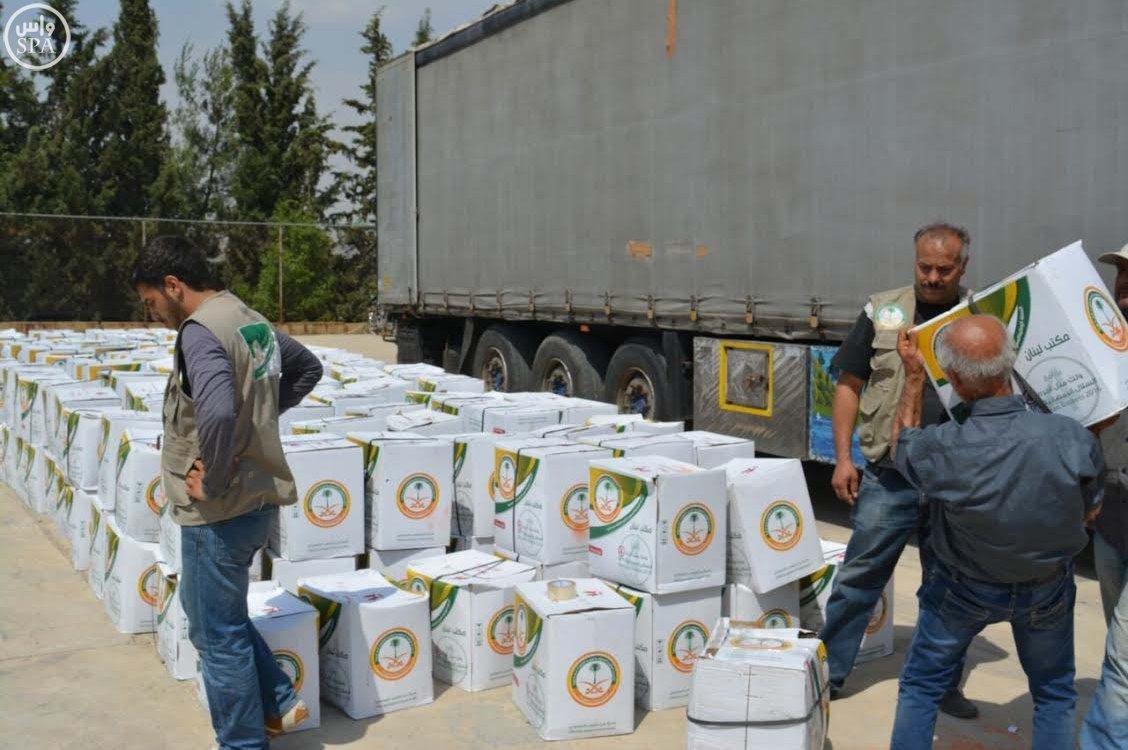 الحملة الوطنية السعودية تواصل توزيع وجبات إفطار الصائم و الطرود الغذائية الرمضانية على اللاجئين السوريين (1)
