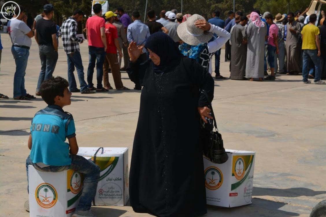 الحملة الوطنية السعودية تواصل توزيع وجبات إفطار الصائم و الطرود الغذائية الرمضانية على اللاجئين السوريين (3)