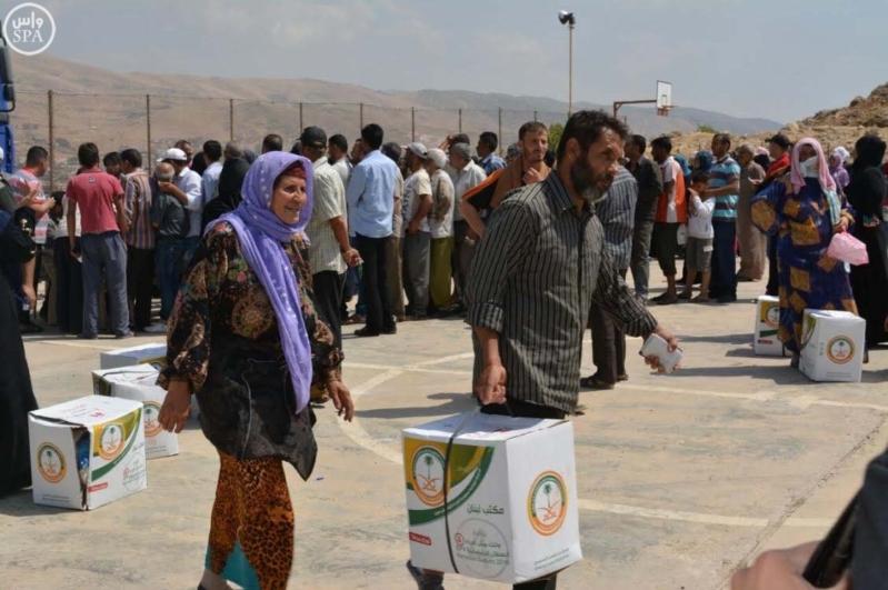 الحملة الوطنية السعودية تواصل توزيع وجبات إفطار الصائم و الطرود الغذائية الرمضانية على اللاجئين السوريين (4)