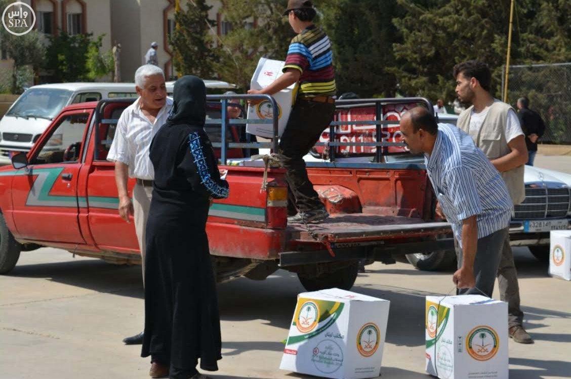الحملة الوطنية السعودية تواصل توزيع وجبات إفطار الصائم و الطرود الغذائية الرمضانية على اللاجئين السوريين (5)