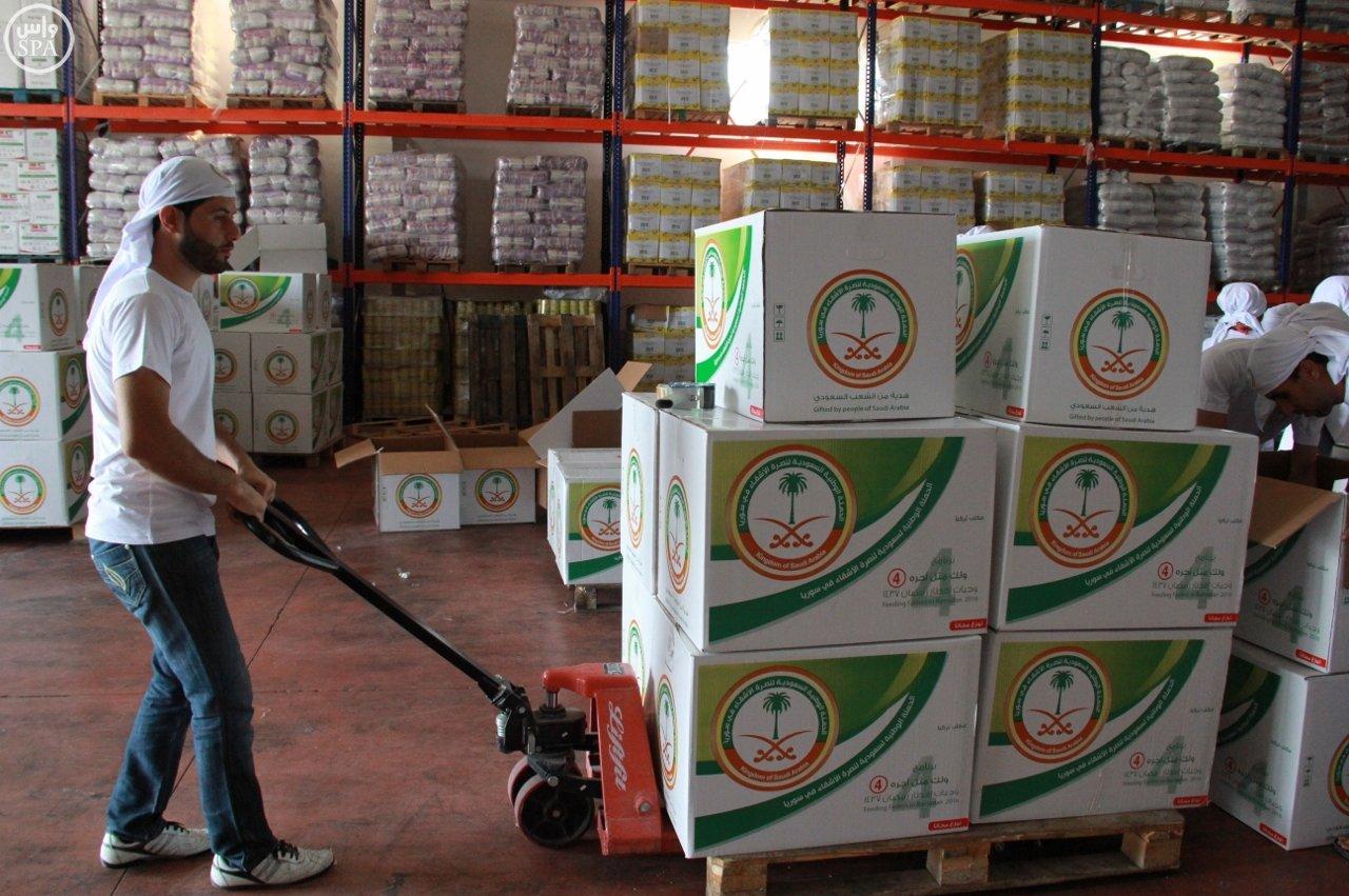 الحملة الوطنية توزع 12 ألف وجبة  (2)