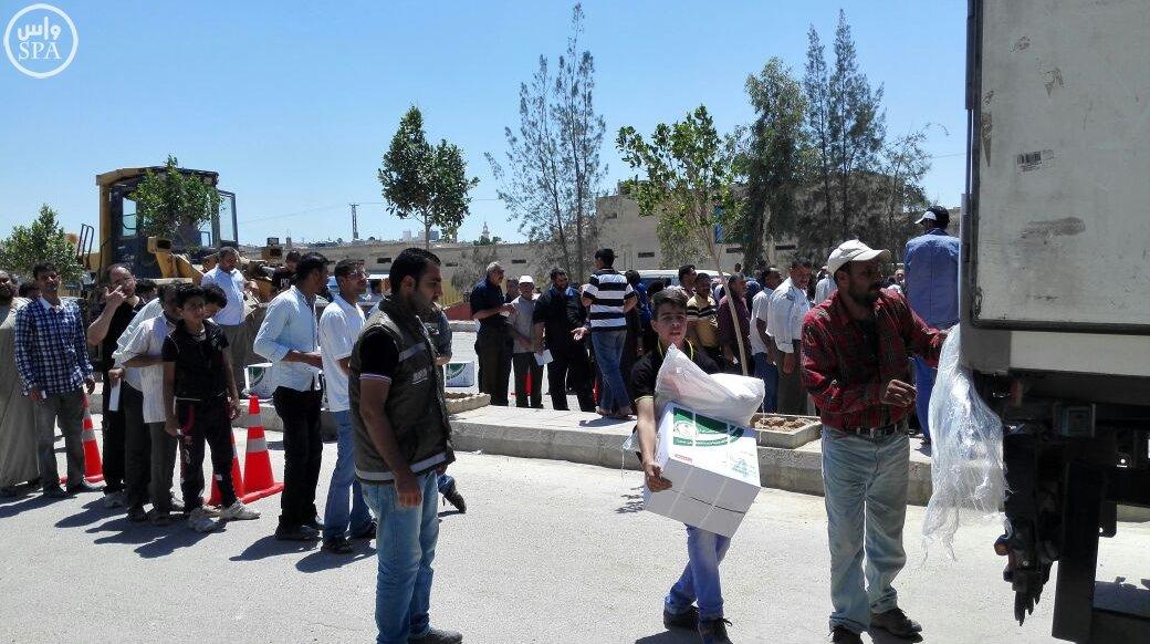 الحملة الوطنية توزع 24 ألف وجبة إفطار على اللاجئين السوريين (1)