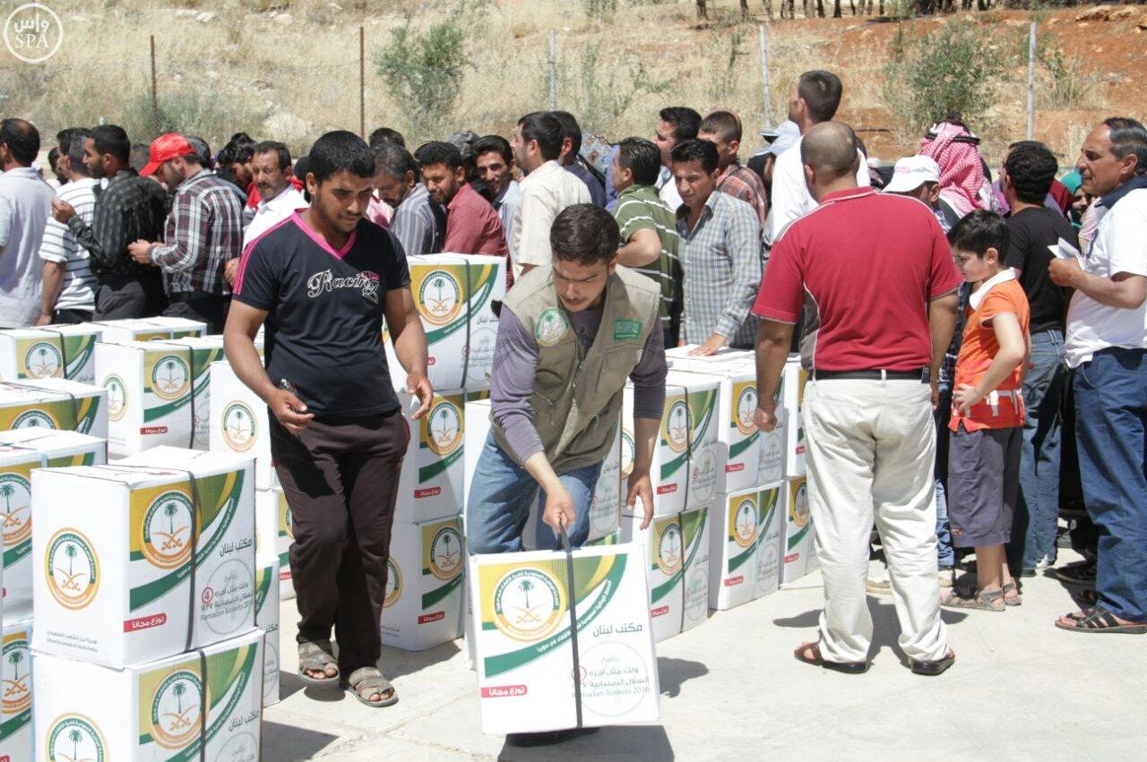 الحملة الوطنية توزع 24 ألف وجبة إفطار على اللاجئين السوريين (5)