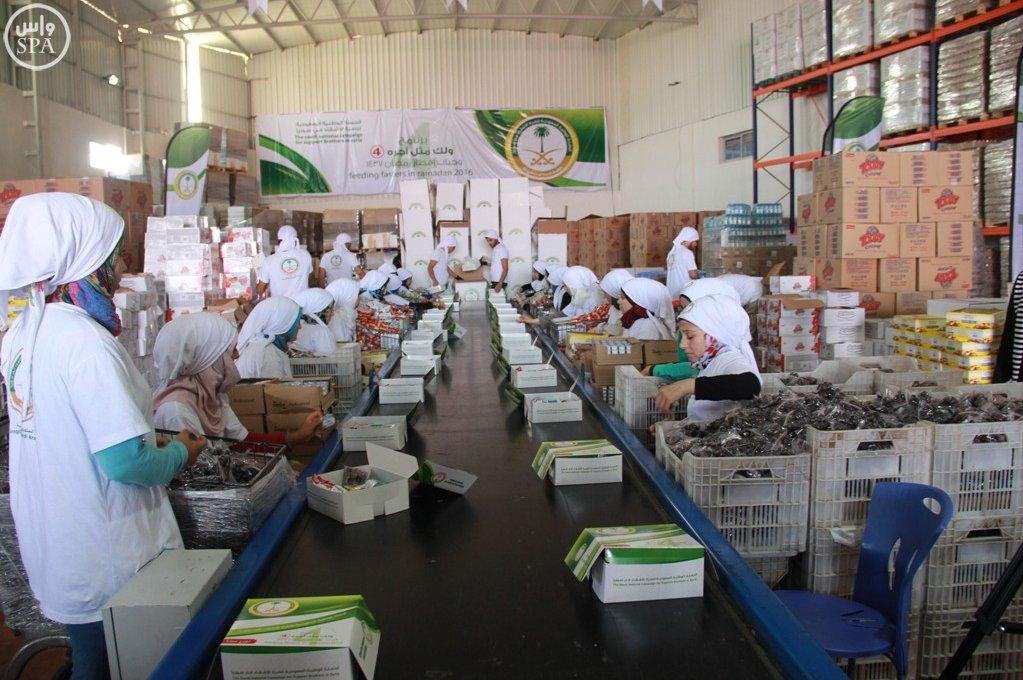 الحملة الوطنية توزع 24 ألف وجبة إفطار على اللاجئين السوريين (6)