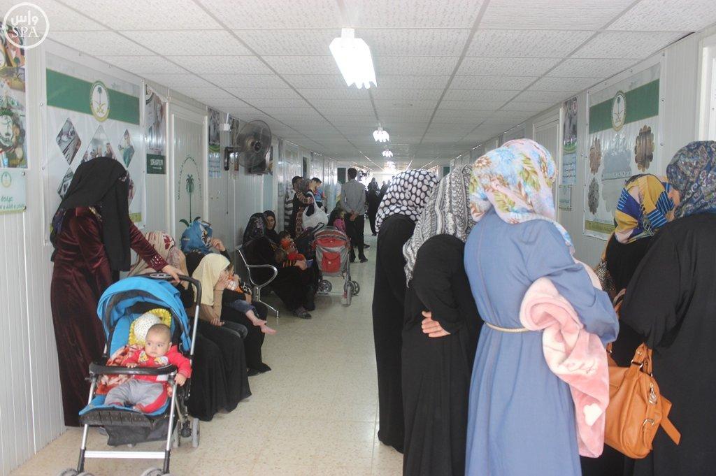 الحملة الوطنية توفر 117 لقاحاً للاجئين السوريين بمخيم الزعتري (4)