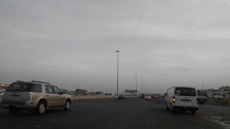 الحياة تعود إلى #جدة بعد نهار عائم (1)