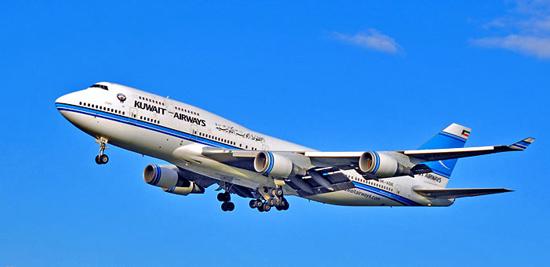 تفاصيل اصطدام طائرة كويتية بسرب من الطيور على ارتفاع 12 ألف قدم - المواطن