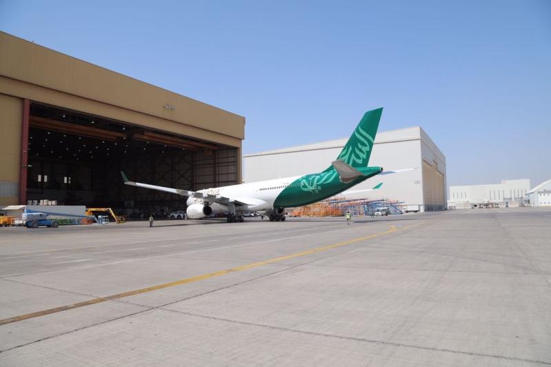 -السعودية-تزين-احدى-طائراتها-بشعار-الوطن2