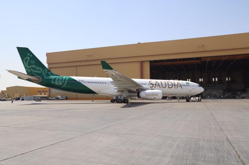-السعودية-تزين-احدى-طائرتها-بشعار-الوطن