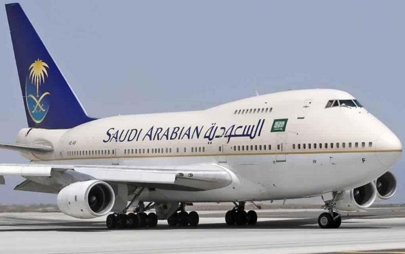 خطأ الخطوط السعودية يُبيت مواطنًا بعائلته 24 ساعة دون تعويض!