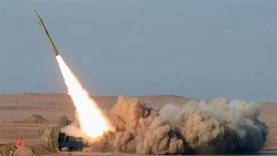 الدفاع الجوي يتصدي لصاروخ