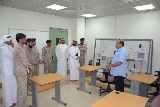 ضباط من معهد قوات الدفاع الجوي يزورون تقنية جدة