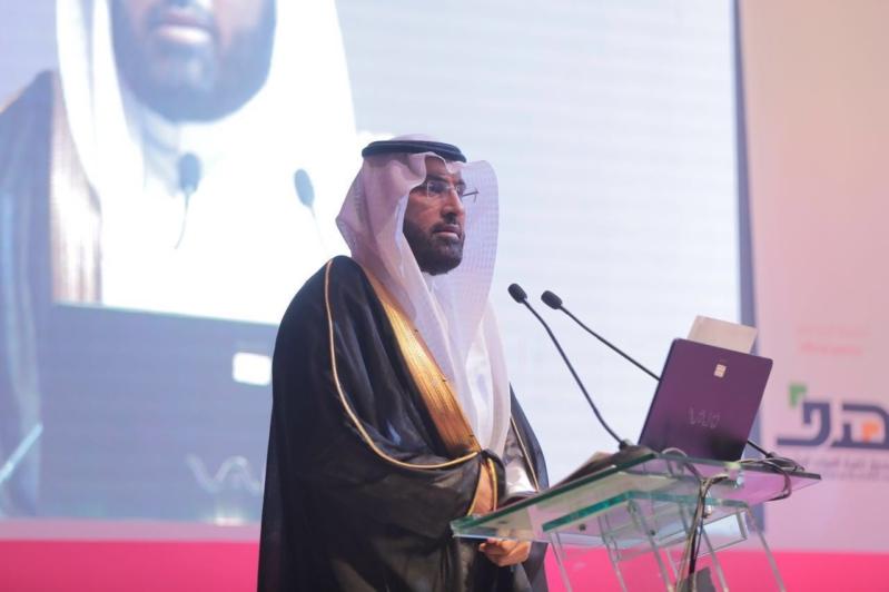 الدكتور عبدالكريم النجيدي متحدثاً في معرض قلوورك