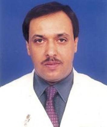 الدكتور محمد علي القرني احد  منسوبي مستشفي الملك فيصل التخصصي