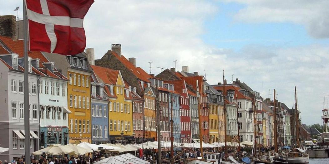 الدنمارك تبدأ مراجعة وإلغاء تصاريح الإقامة للسوريين على أراضيها