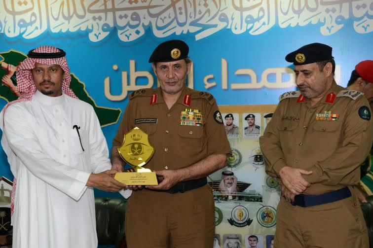 الدويسي يلتقي منسوبي مطار الملك عبدالله بجازان ويُكرم المتميزين 3