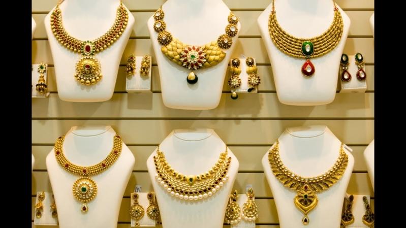 أسعار الذهب اليوم الأربعاء في الإمارات .. عيار 24 يسجل 141.10 درهم