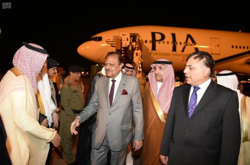 الرئيس الباكستاني يصل المدينة المنورة 2