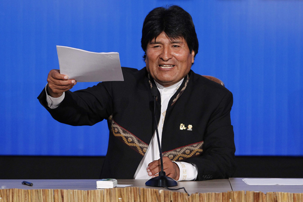 Bolivia's President Evo Morales delivers a news conference during the G77+ China Summit in Santa Cruz de la Sierra June 15, 2014. REUTERS/Enrique Castro-Mendivil (BOLIVIA - Tags: POLITICS)