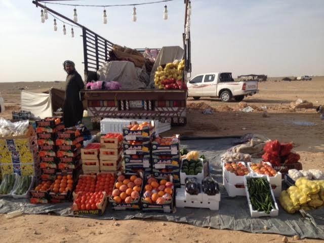 """سوقبالصور.. """"المواطن"""" ترصد إقبال المتنزهين على سوق أم رضمة بـ #الشمالية"""