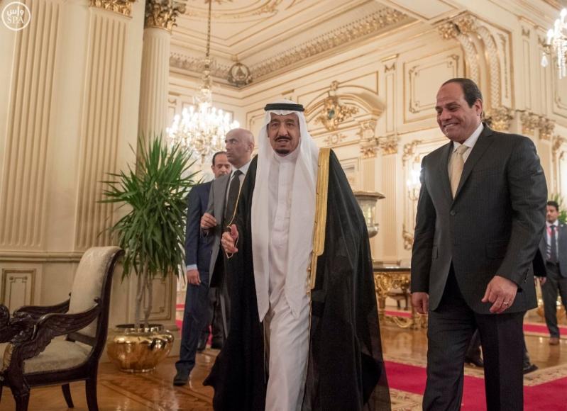 الرئيس المصري يقيم حفل عشاء  لخادم الحرمين الشريفين1