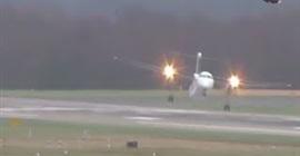 شاهد.. الرياح تتحكم في هبوط طائرة - المواطن