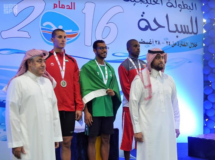 السباح السعودي الحمود يواصل خطف الذهب في خليجية السباحة
